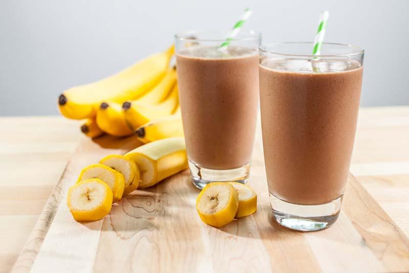 bananu baltyminis kokteilis
