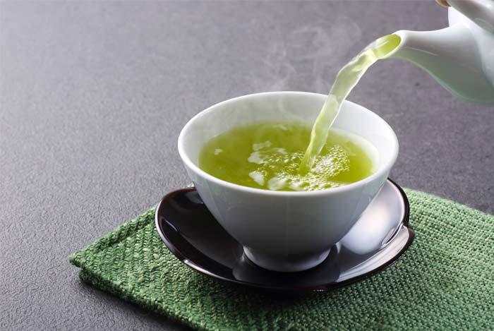 zalioji arbata mazina cholesteroli
